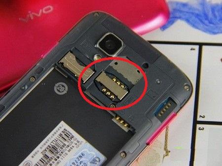 观察SIM插槽
