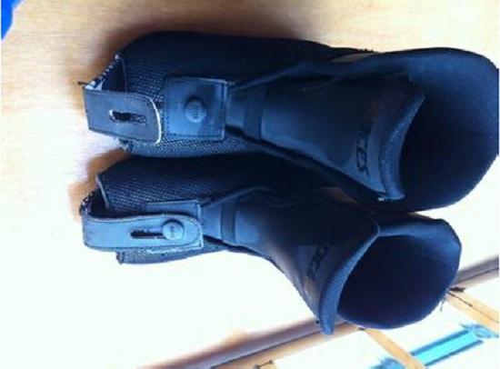 通过内胆与鞋壳鉴别儿童轮滑鞋