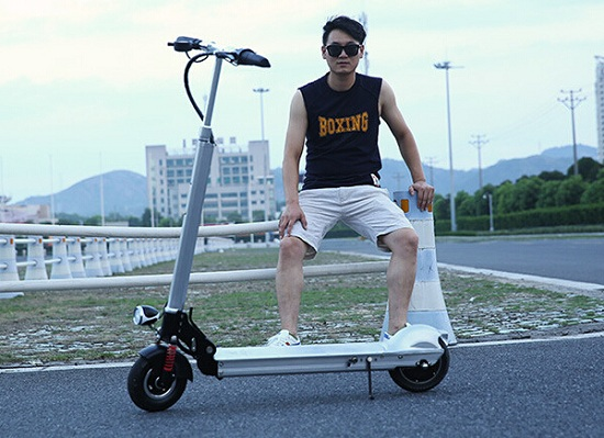 专业的电动滑板车