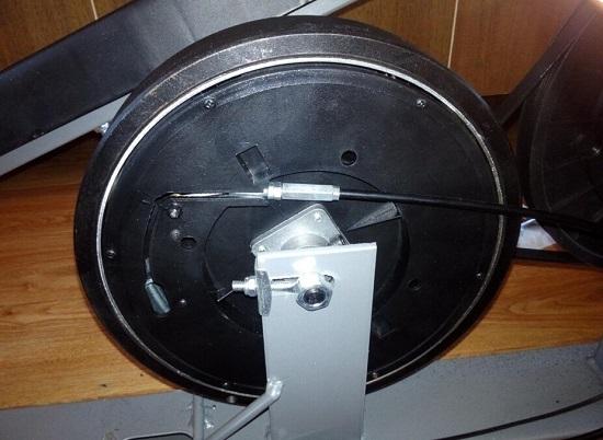 手动磁控阻力调节椭圆机的飞轮结构