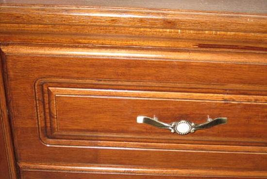 老式的实木柜子