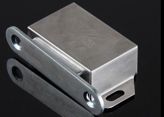 简便易用的柜门磁吸