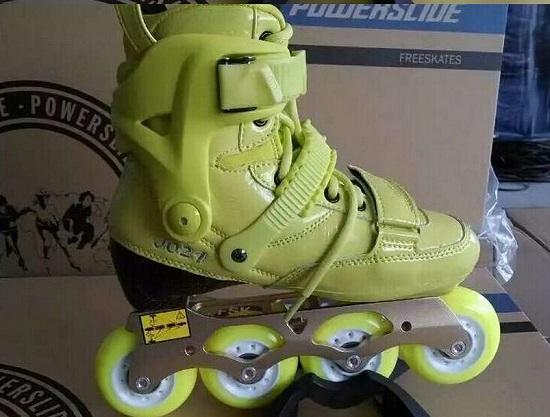 宝狮莱的平地花式单排轮滑鞋