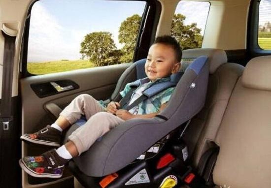 靠右安装安全座椅
