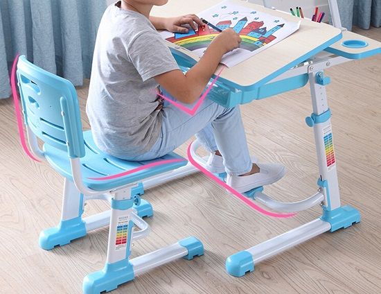 儿童写字桌的脚踏板