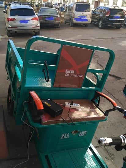 充电中的三轮车