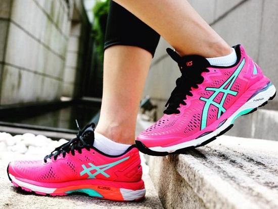 减震慢跑鞋