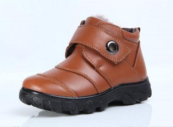 不太适合给婴儿穿的普通皮鞋