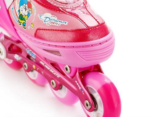 哆啦A梦儿童轮滑鞋的轮子