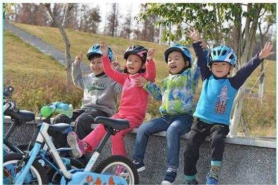 儿童自行车运动