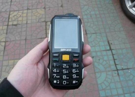 带充电宝老人手机好用吗