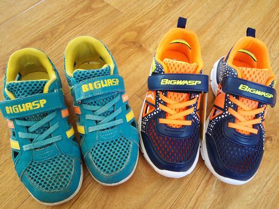 大黄蜂两款夏季童鞋对比