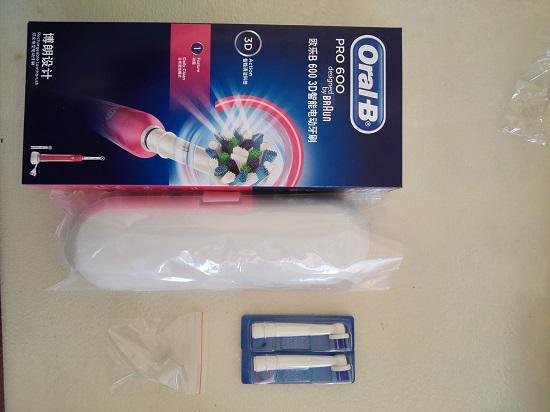欧乐B的P600电动牙刷及旅行盒