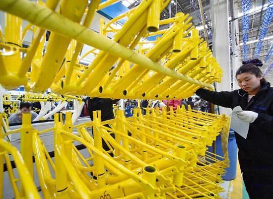 生产线上的小黄车