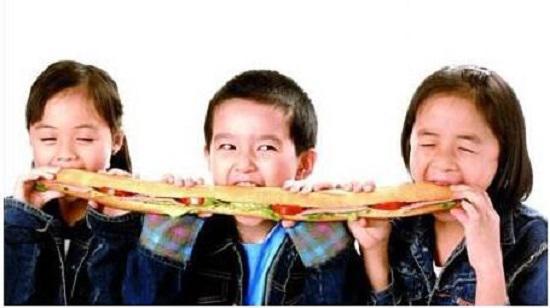 孩子与零食