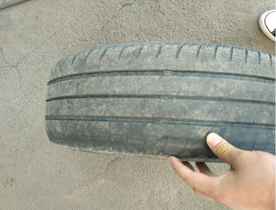原车的旧轮胎