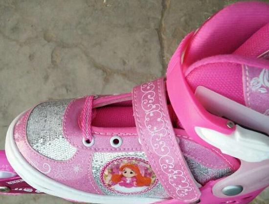 捷豹儿童轮滑鞋的鞋面