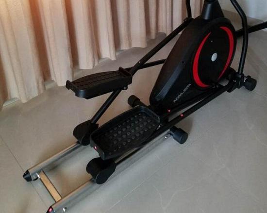 康乐佳E89椭圆机的踏板实拍