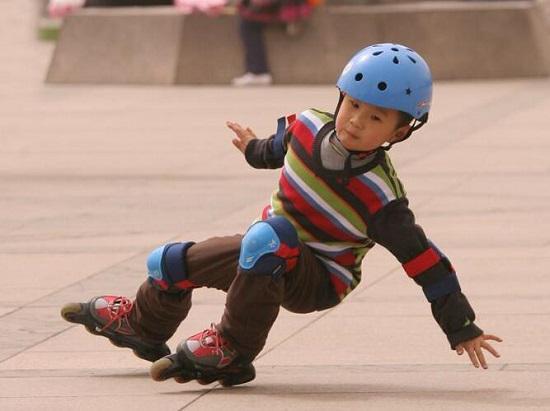 容易摔倒的轮滑运动