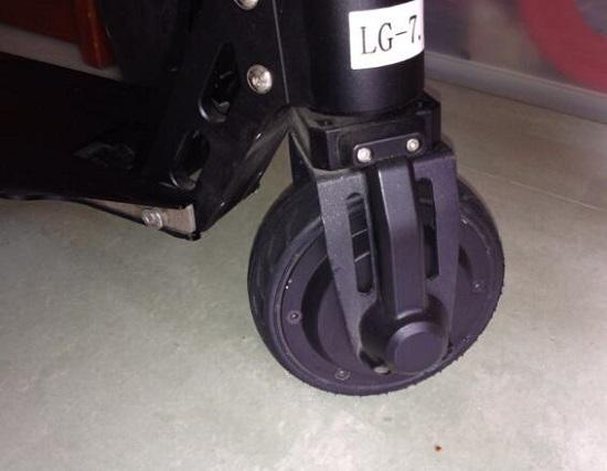 asion电动滑板车的前轮设计