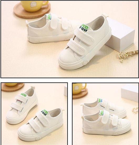 白色帆布板鞋