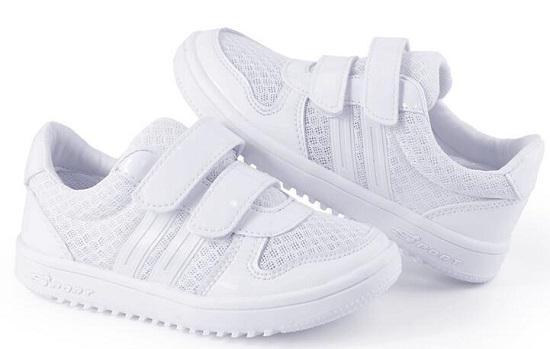 白色镂空板鞋