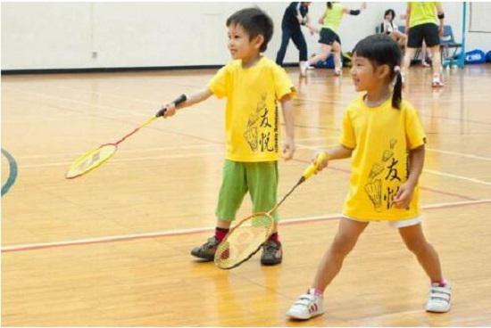 儿童羽毛球运动