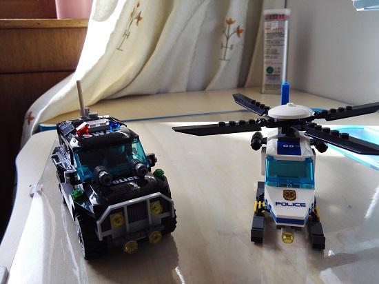 直升飞机和特警车