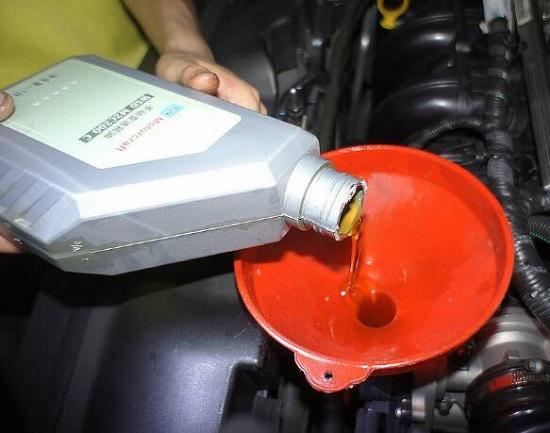 加注变速箱油