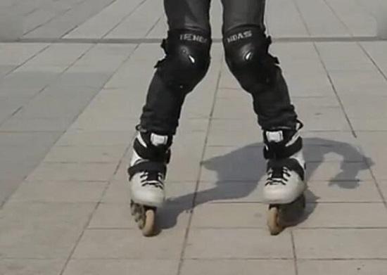 葫芦步前滑-内八字收腿