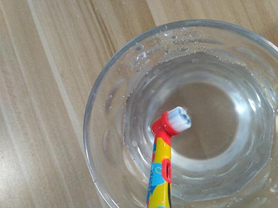 旋转式电动牙刷的水花情况