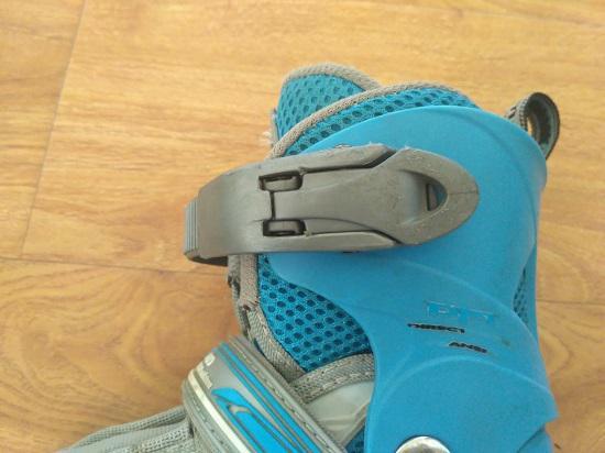 一双使用4年之久的米高儿童轮滑鞋