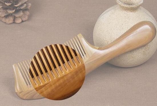 使用拼接工艺的木梳