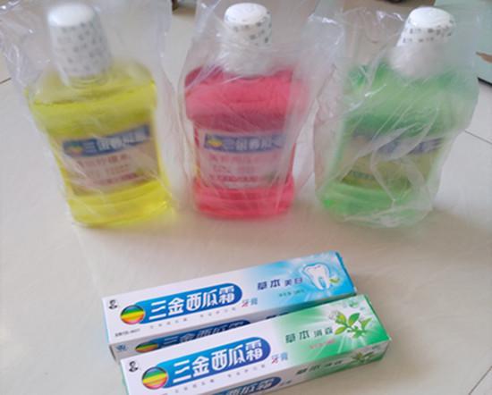 三金西瓜霜漱口水和赠送的牙膏