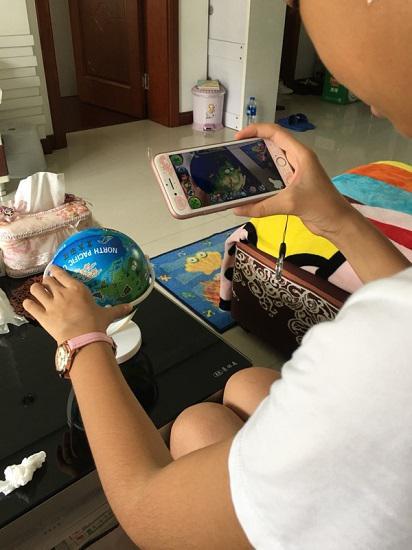 AR地球仪和手机
