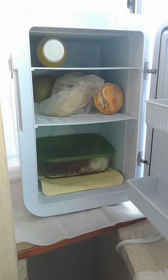 用车载冰箱带饭