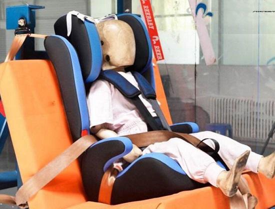 安全座椅的撞击测试装置