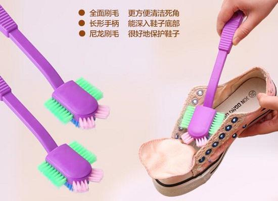 用专用洗鞋刷洗鞋