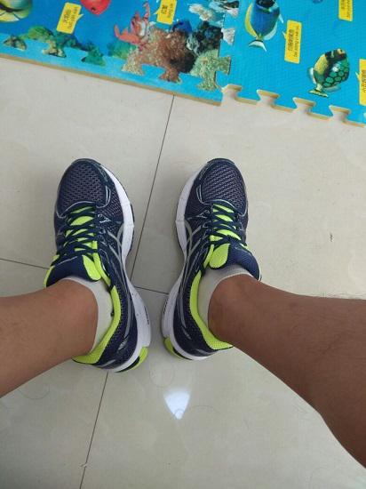 亚瑟士跑步鞋