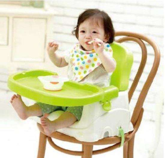 宝宝自己吃饭