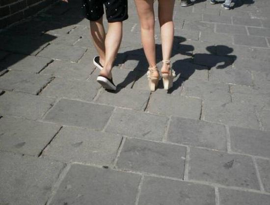 穿高跟鞋登长城