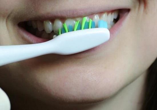 刷牙时牙龈易出血怎么办