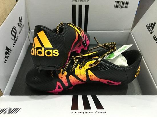 阿迪达斯足球运动鞋
