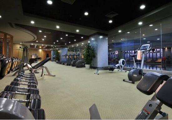 深夜的健身房