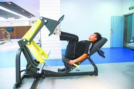 坐姿蹬腿-闭合链式运动