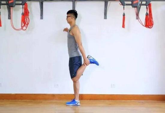 腿部拉伸运动