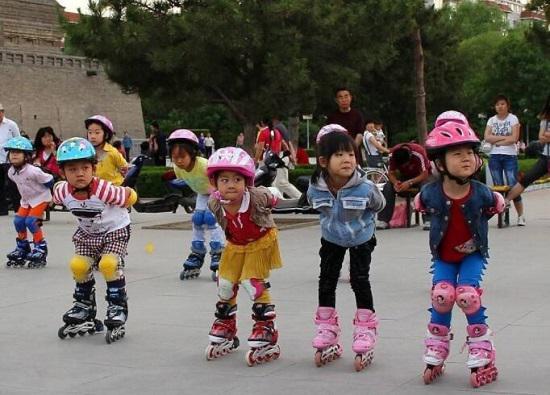 为什么说孩子学习轮滑的最佳年龄段是4-6岁