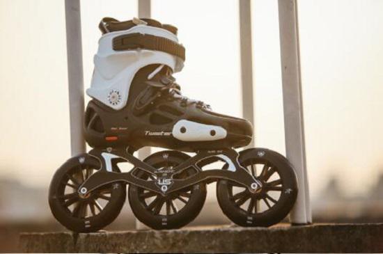 三个轮子的竞速轮滑鞋