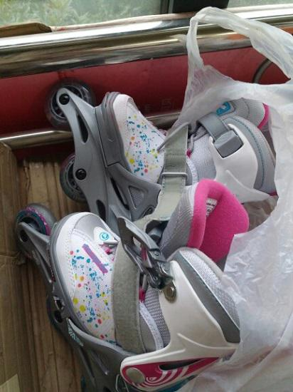 三个轮子的儿童轮滑鞋