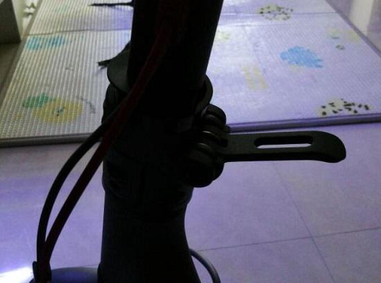 小米电动滑板车的折叠机构